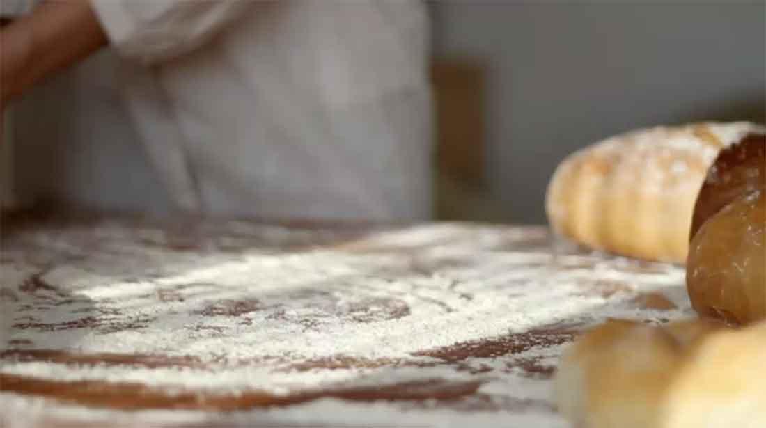 preparazione ricetta con farina senza glutine
