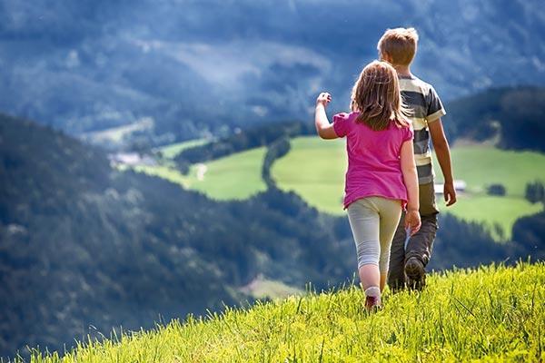bambini a passeggio sentieri alpe siusi